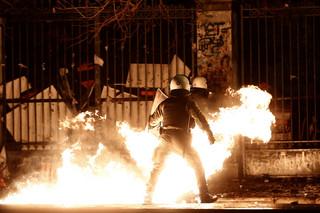 Grecja: Starcia z policją w Atenach i Salonikach. Demonstranci użyli koktajli Mołotowa
