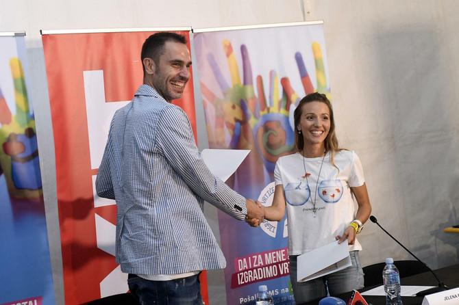 Jelena Đoković i Dušan Kovačević, osnivač Egzita, potpisuju saradnju o izgradnji vrtića u Srbiji