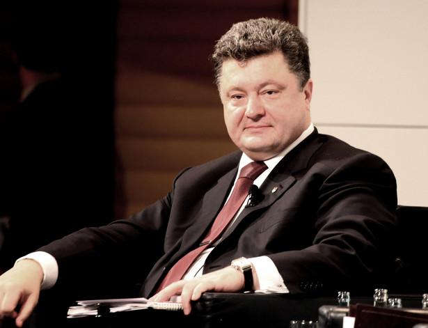 Petro Poroszenko chce dymisji szefa rządu Arsenija Jaceniuka. Na Ukrainie trwa kryzys polityczny wśród rządzących związany z oskarżeniami o korupcję.