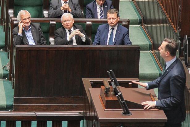 """W przyjętej w środę rezolucji Parlament Europejski ocenił, że """"paraliż Trybunału Konstytucyjnego zagraża demokracji, prawom podstawowym oraz rządom prawa w Polsce"""""""
