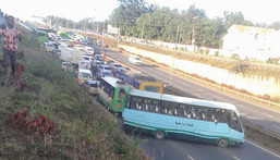 Police issue statement over viral photo showing cars stranded along Thika Superhighway