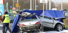 Tragiczny wypadek we Wrocławiu. Auto rozpadło się!