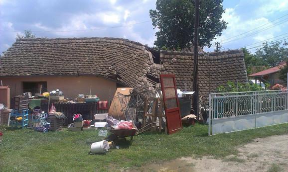 Evo kako ga je država odvodnila: Koraćev plac i kuća u naselju Zabrežje