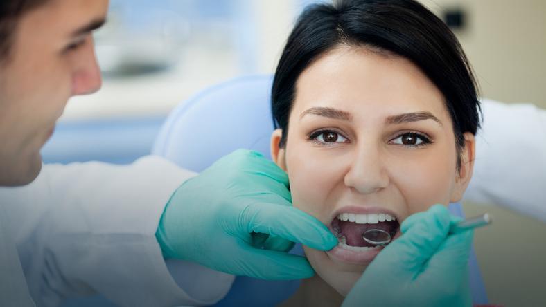 Stomatolodzy alarmują: Polacy nie wiedzą, jak dbać o zęby!