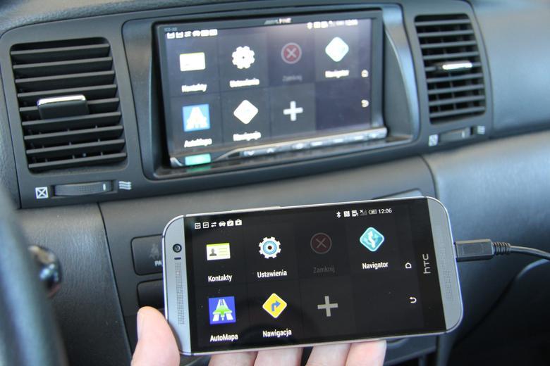 Menu trybu samochodowego HTC na ekranie radia Alpine