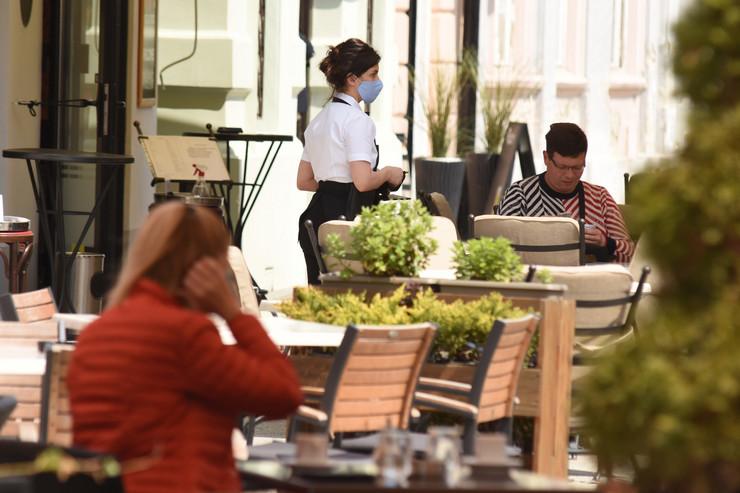 Novi Sad 2249 otvoreni kafici baste restorani foto Nenad Mihajlovic