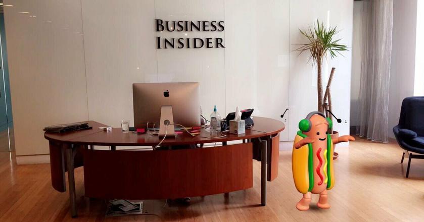 Snapchatowy hot dog tańczy sobie na luzie w recepcji Business Insidera