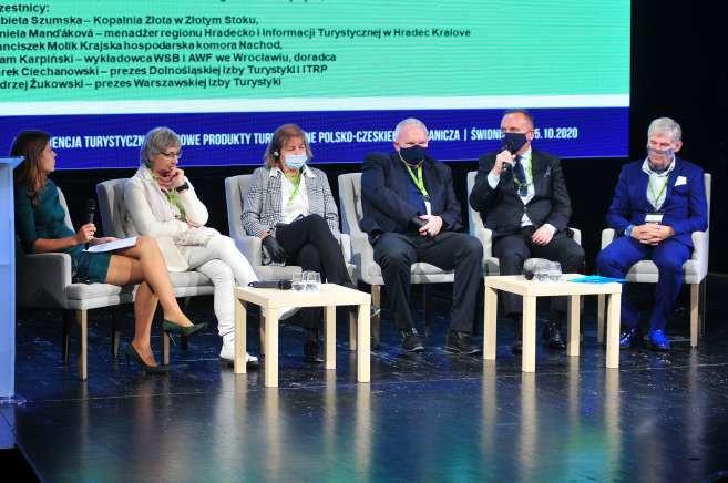 Debata poświęcona aktualnej sytuacji branży turystycznej, która przed pandemią rozwijała się bardzo dobrze