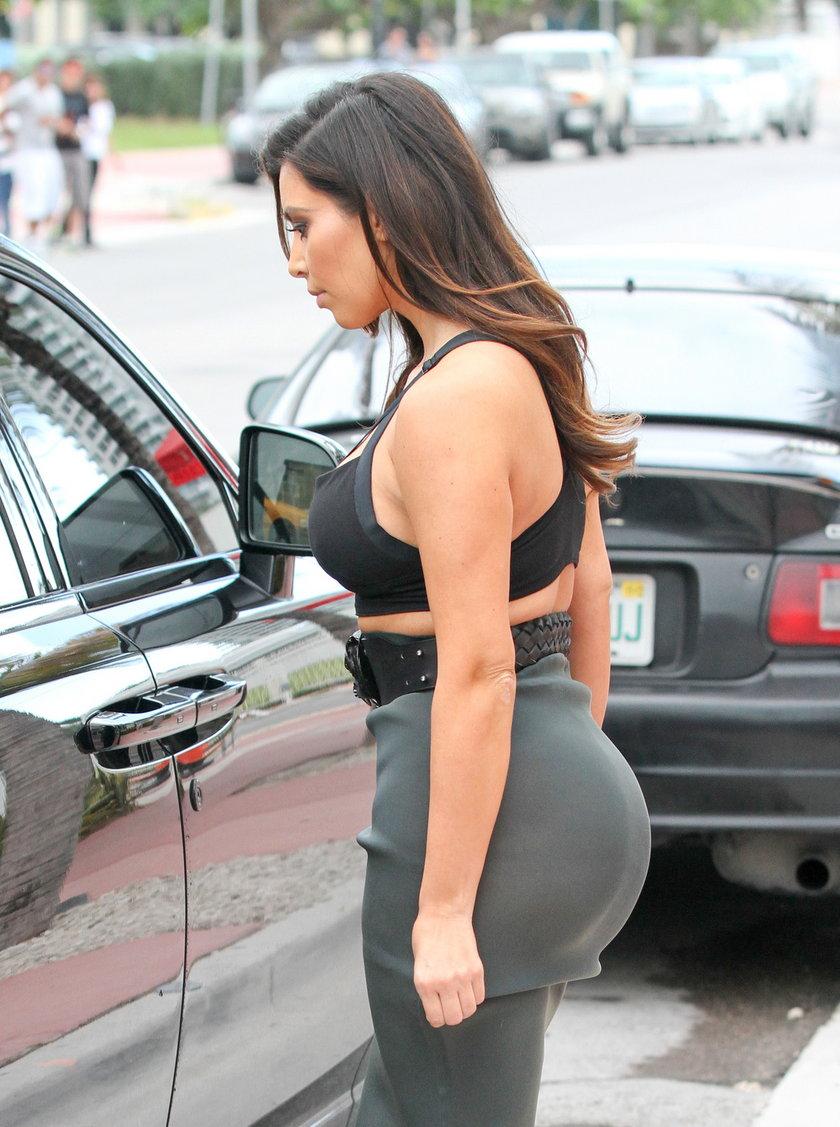Kim Kardashian w z wielkim tyłkiem