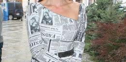 Aktorka ubrała się w gazetę?!