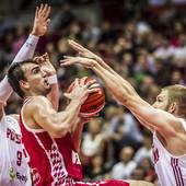 """NOVI PORAZ """"VATRENIH"""" Košarkaši Hrvatske izgubili i u Poljskoj i značajno ugrozili plasman na Mundobasket"""