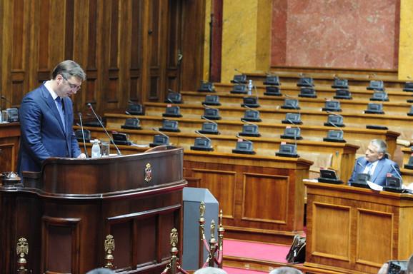 Strana na kojoj sedi opozicija - prazna
