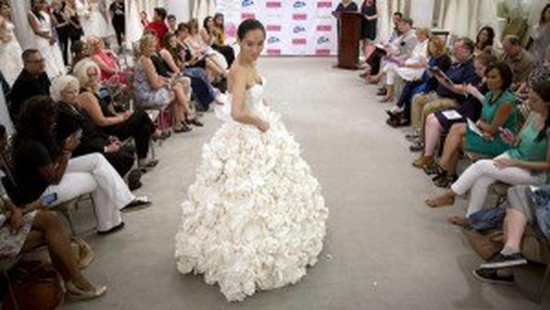 Wedding Mishaps Bride Will Dress In Toilet Paper For Fashion Pulse