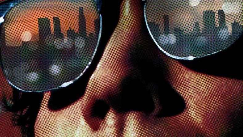 """Akcja """"Nightcrawler"""" rozgrywa się we współczesnym Los Angeles. Jake Gyllenhaal wciela się w Lou Blooma, zdesperowanego młodego mężczyznę poszukującego zajęcia. Będąc świadkiem wypadku, bohater postanawia zająć się kryminalnym i sensacyjnym dziennikarstwem telewizyjnym"""