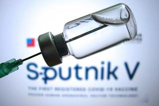Szczepionka polityczna. Dlaczego Orbán i Kurz kupują od Rosjan