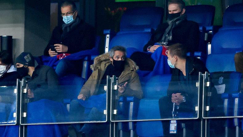Paulo Sousa oglądający z trybun mecz Pucharu Polski pomiędzy Lechem Poznań i Rakowem Częstochowa