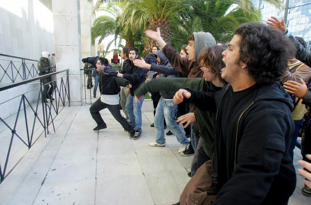 W grudniu doszło w Atenach do poważnych rozruchów ulicznych po zastrzeleniu przez policję nastoletniego chłopca. Fot. PAP