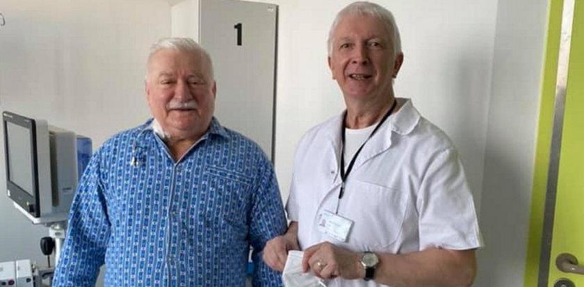 """Lech Wałęsa po operacji opuścił szpital. """"Dochodzi do siebie w domu"""""""