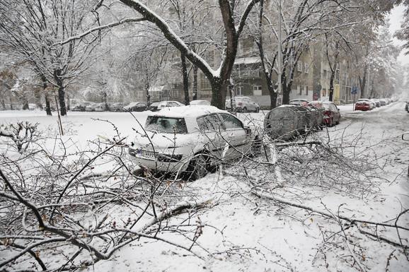 Oštećen automobil u Bloku 45