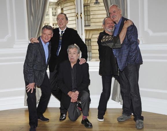 Montipajtonovci novembra 2013: Majkl Pejlin, Erik Ajdl, Teri Džouns, Teri Gilijam i Džon Kliz