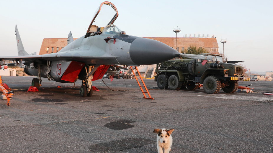 Myśliwiec Mikojan MiG-29 w 102. bazie wojskowej Południowego Okręgu Wojskowego Rosji na lotnisku Erebuni