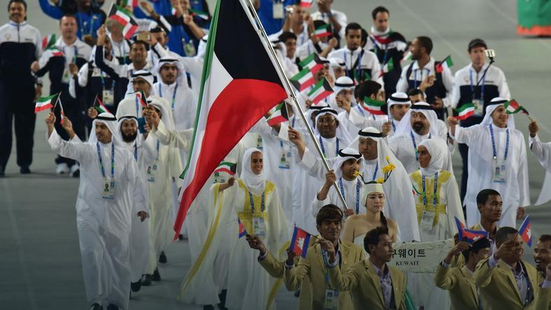 Fehaid Aldeehani, gdy jeszcze niósł flagę Kuwejtu