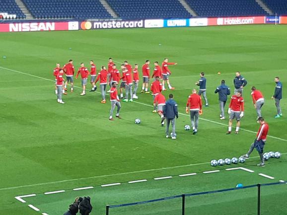 Fudbaleri Zvezde odradili su u utorak veče trening na
