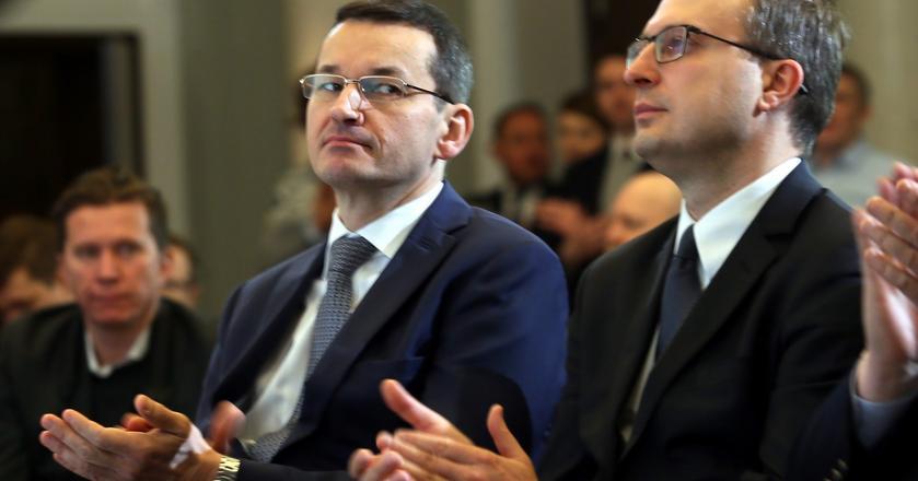 PPK to reforma emerytalna według PiS. Dużą rolę odgrywa w niej Polski Fundusz Rozwoju (PFR) kierowany przez Pawła Borysa - z prawej