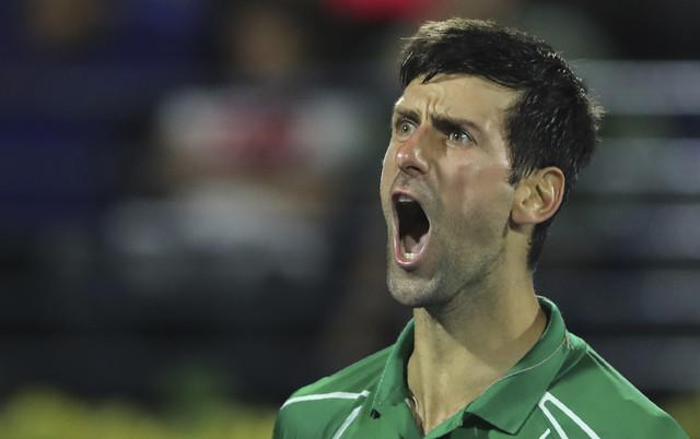 Novak Đoković tokom meča sa Stefanosom Cicipasom u finalu ATP turnira u Dubaiju