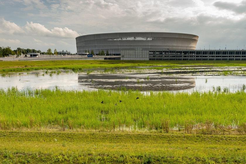 Dziura przy Stadionie Miejskim we Wrocławiu