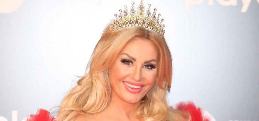 Dagmara Kaźmierska na ramówce TVN przebrała się za królową. Jak wypadły przy niej inne gwiazdy? [ZDJĘCIA]