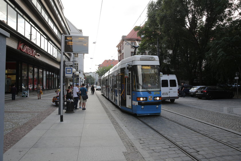 Tramwaj na ulicy Szewskiej we Wrocławiu