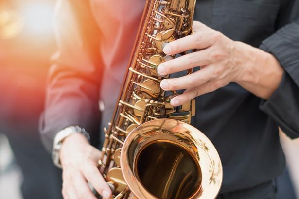 Piątkowski: Należę do tych nielicznych, którym pasja zapętliła się z zawodem. Tak - robię to co lubię i lubię to, co robię. Prawie pół wieku jazzowego życia… Bo jazz jest dla mnie muzyką, stylem i kulturą. Jest także ponadczasowy, rozgrywa się z każdym koncertem, z każdą emocją.