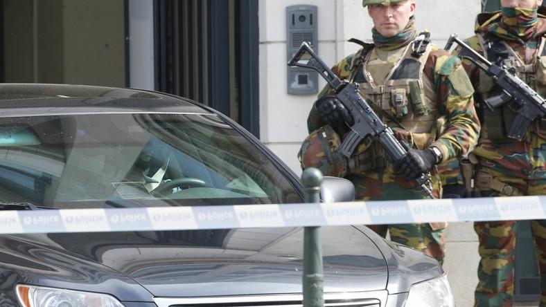 Żołnierze przed sądem w Brukseli w czasie przesłuchania Mohammeda Abriniego