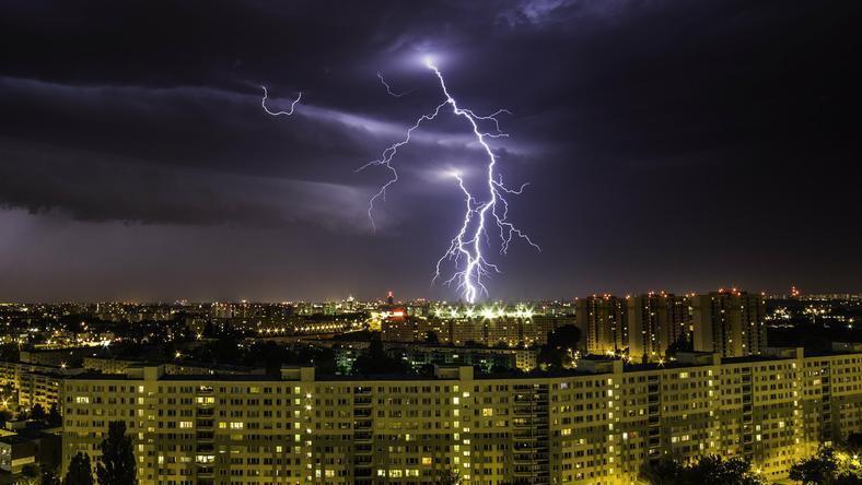 IMGW ostrzega: wieczorem i w nocy burze na wschodzie Polski