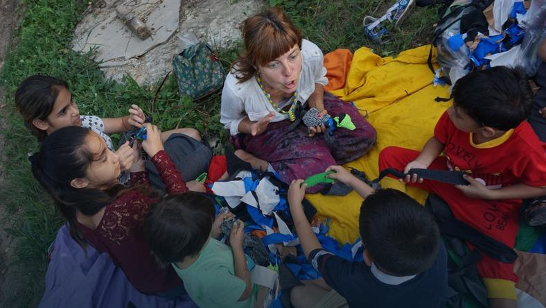 02be7fa51ac1de Polka robi warsztaty dla ludzi w slumsach.