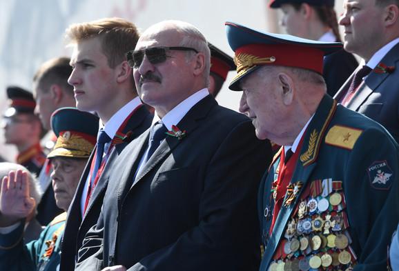Lukašenko na vojnoj paradi u Moskvi 24. juna