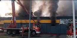 Gigantyczny pożar w Nowym Sączu. Płonie sklep Media Expert