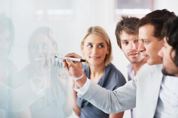 Umowa szkoleniowa nie może zawierać postanowień pogarszających sytuację pracownika w stosunku do minimalnego poziomu określonego w art. 1031–1035 k.p.
