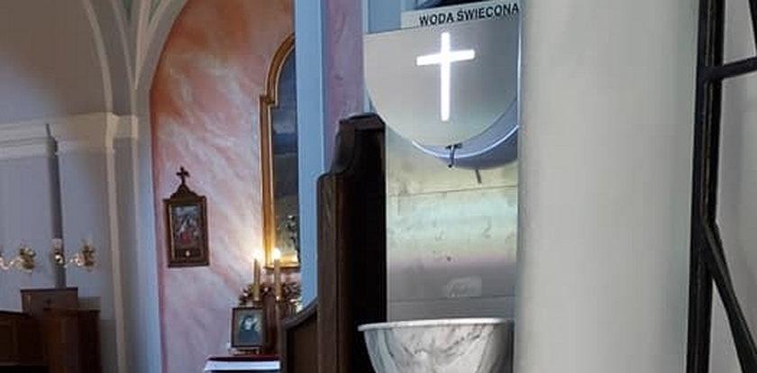 To dopiero innowacja w parafii! Kupili automaty... do wody święconej
