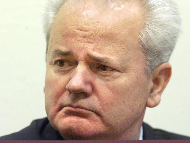 slobodan milošević05 izručenje hag tribunal foto EPA JERRY LAMPEN