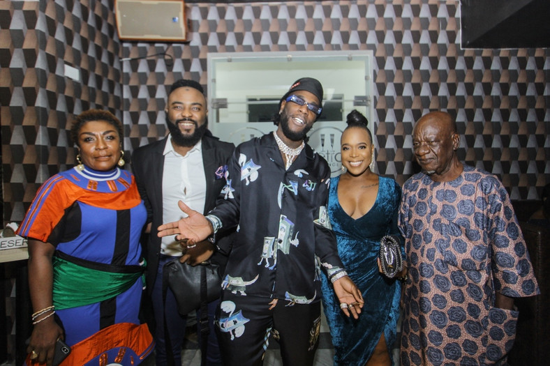 L-R Burna Boy's mum, VJ Adams, Burna Boy, Moet Abebe and his grandfather [BukiHQ]