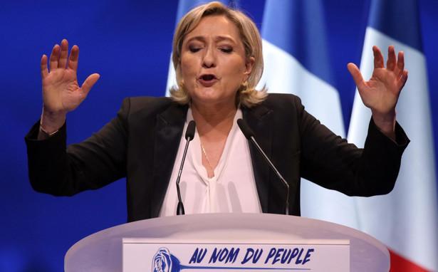 Francuskie organy ścigania prowadza też śledztwo wobec Le Pen w związku z zarzutami, że opłacała pracowników partii z funduszy Parlamentu Europejskiego, które - zgodnie z unijnymi regułami - powinny być wykorzystywane tylko do płacenia asystentom za pracę dla eurodeputowanych