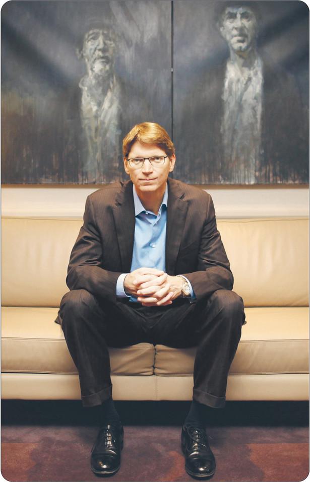 Część pieniędzy uzyskanych ze sprzedaży Skype'a (8,5 mld dol.) Niklas Zennstroem przelał na konto funduszu, który wspiera start-upy z Europy, m.in.: Last.fm, Jolieclud, Fon i Rovio Fot. Bloomberg