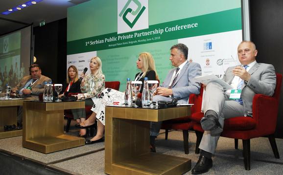 Vesić na skupu o javno privatnom partnerstvu
