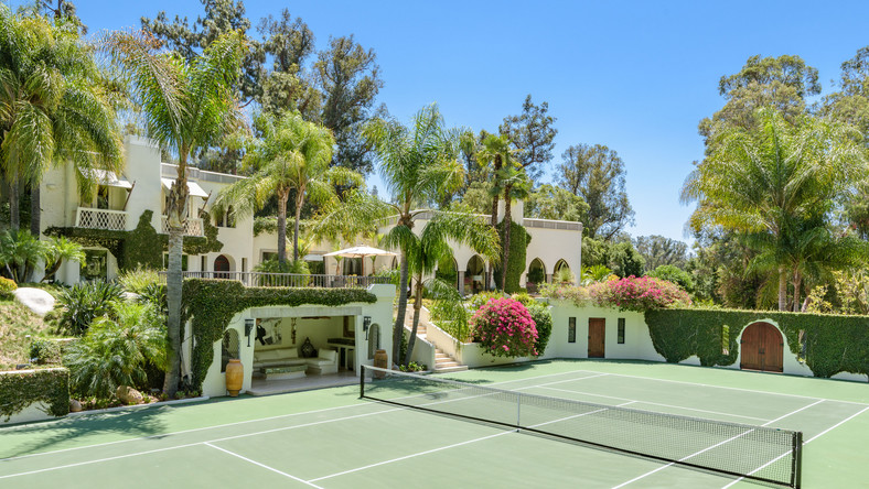 25. A Beverly Hills mansion previously owned by Hollywood names such as Cher and Eddie Murphy is now up for sale. The home has 32,000 square feet of space.