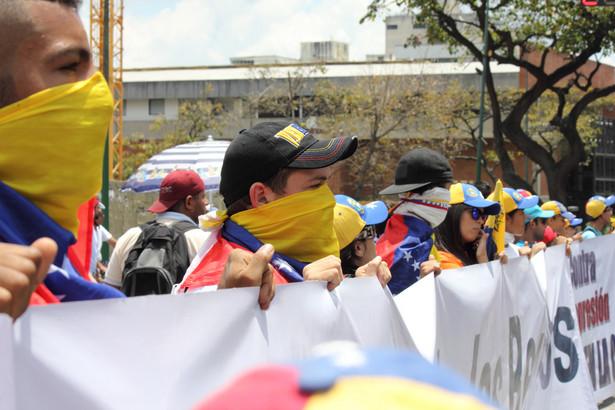 Demonstracje i protesty przeciwko lewicowemu rządowi Maduro trwają praktycznie nieprzerwanie od kwietnia br.