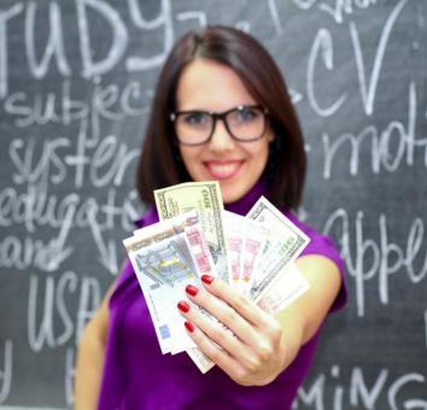Polscy nauczyciele są jednymi z najsłabiej opłacanych w Europie.