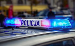 Dorabiającego na chorobie policjanta można wyrzucić