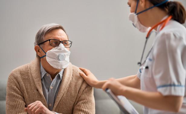 NFZ przypomina, że nadal obowiązuje zasada minimalizacji ryzyka transmisji infekcji COVID-19